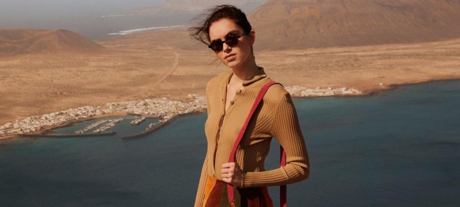 Alberta Ferretti trend primavera estate 2020: il nuovo denim tie-dye e i motivi boho