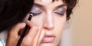 Armani Beauty make up occhi 2020: smoky, eccentrico e chic