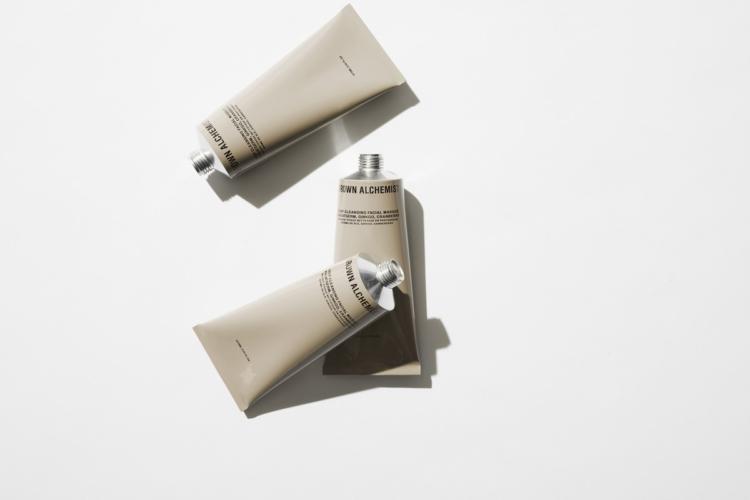 Beauty Routine viso Grown Alchemist: il peeling delicato lascia la pelle fresca e radiosa