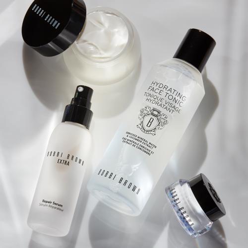 Cura della pelle del viso: la skincare routine firmata Bobbi Brown Cosmetics