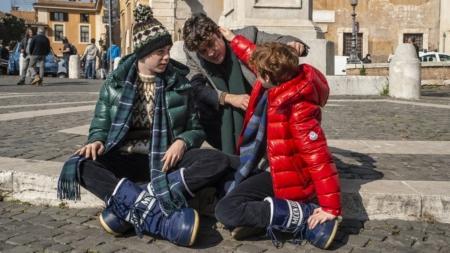 Magari film Ginevra Elkann: gli attori indossano capi d'archivio Moncler