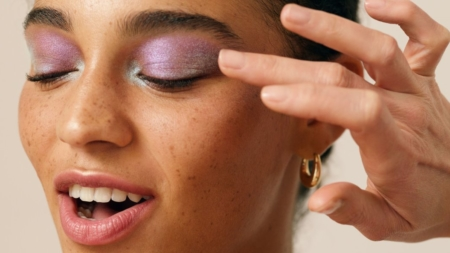 & Other Stories make up primavera 2020: il beauty look che ama l'arcobaleno
