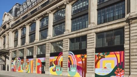 "Sede Louis Vuitton Parigi: l'opera ""Nine Colours, Nine Eyes and Nine Hearts"" di Luckylefthand"
