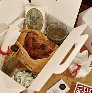Vasiliki Kouzina Milano delivery: il box gastronomico con prodotti greci