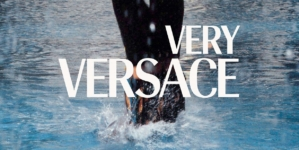 Very Versace challenge 2020: la community social interpreta l'iconica V