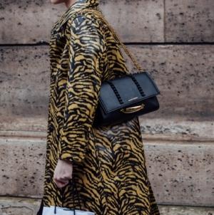 Alexander McQueen The Story Shoulder bag: la borsa amata dalle celebrity!