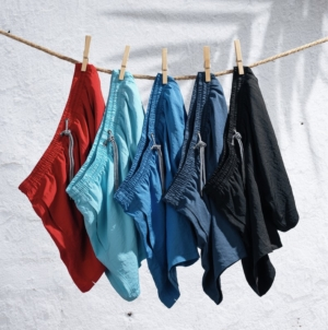 Intimissimi Uomo costumi da bagno 2020: colori fluo e stampe irriverenti