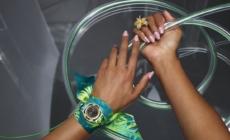 Orologi Versace primavera estate 2020: l'unione tra moda e tecnologia, la campagna