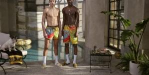 Versace capsule estate 2020: look vivaci e la nuova stampa esclusiva