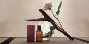 Aesop nuovo profumo Rozu: l'Eau de Parfum audace e floreale
