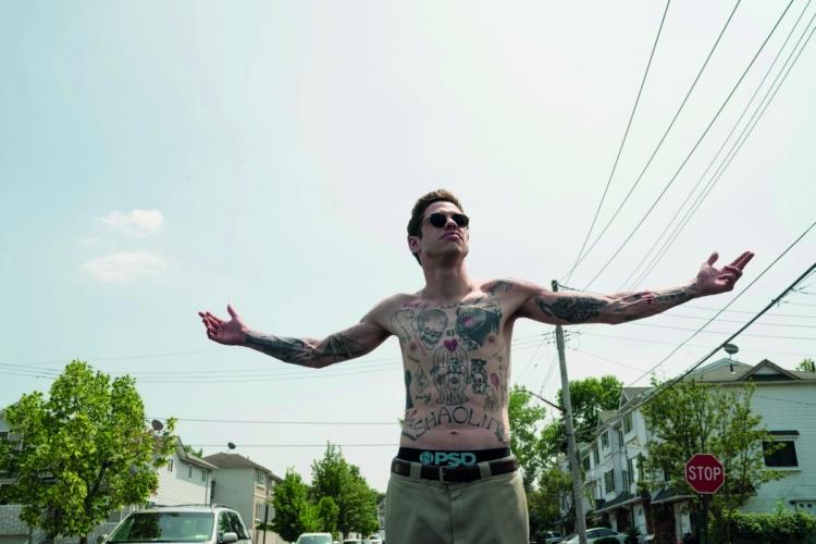Il re di Staten Island: la graffiante commedia su amore, lutto e divertimento