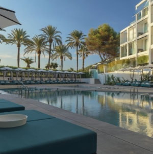 W Hotel Ibiza Santa Eulalia: interni colorati e design audace