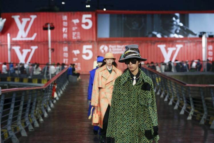Louis Vuitton Uomo sfilata primavera estate 2021: il fashion show a Shanghai