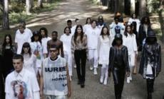Burberry primavera estate 2021: lo spirito di ribellione rinnova la tradizione