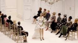 Moschino Donna primavera estate 2021: le marionette indossatrici, tutti i look