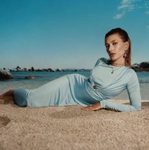 Versace Dylan Turquoise pour femme: la campagna con Hailey Bieber e Bella Hadid