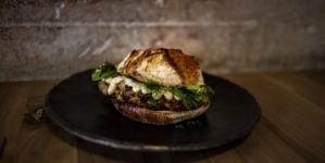28 Posti nuovo menù delivery: panini gourmet 100% home-made e una selezione di piatti