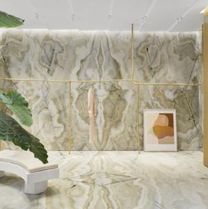 Forte Forte boutique Roma: un monolite vibrante di onice verde