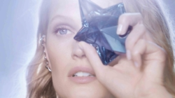 Mugler Angel Toni Garrn: Oltre i Sogni, la nuova campagna
