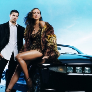 Versace campagna Holiday 2020: il suggestivo road-trip con Irina Shayk