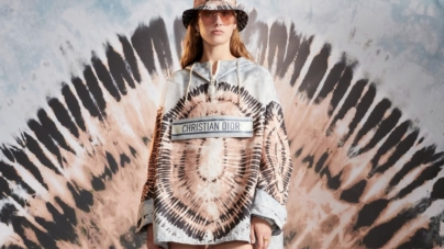 Dior Tie & Dye Cruise 2021: la collezione che rende omaggio ai motivi iconici della Maison