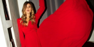 Guess campagna Natale 2020: il video #GiftMeGUESS e la collezione Holiday
