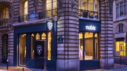 Nobis flagship store Parigi: cinque grandi vetrine a pochi passi da Place des Victoires e La Bourse