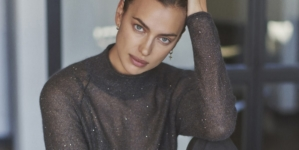 Regali Natale Falconeri 2020: Irina Shayk indossa il Cashmere Ultralight made in Italy