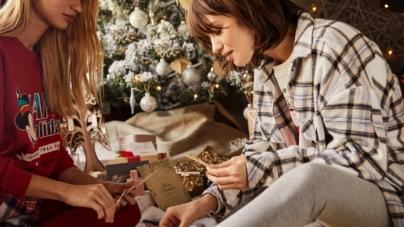 Stradivarius campagna Natale 2020: #APostcardTo, la tradizione natalizia degli auguri scritti
