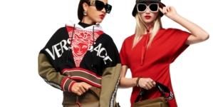 Versace Pre Fall 2021: le muse e i nuovi must-have, tutti i look della collezione