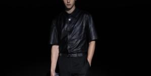 Ferragamo Intense Leather Hero Fiennes-Tiffin: la nuova fragranza maschile