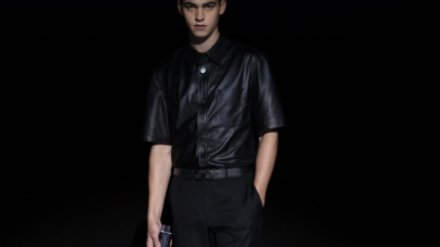 Ferragamo Intense Leather Hero Fiennes-Tiffin: la nuova fragranza maschile