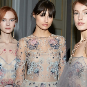 Giorgio Armani Privé primavera estate 2021: l'Haute Couture rende omaggio a Milano, il beauty look