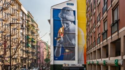 Street Art In Store art wall Fineco Bank: il murales L'Araldo in Corso Garibaldi a Milano