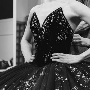 Chanel Opéra di Parigi: Grand Pas Classique, i costumi creati dalla Maison