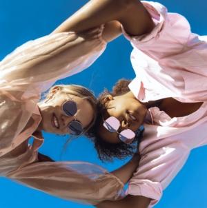 Cosmopolitan occhiali primavera estate 2021: forme geometriche perfette per ogni look