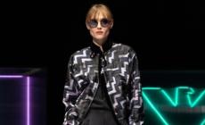 Emporio Armani autunno inverno 2021: la collezione eclettica e dal gusto metropolitano, i look
