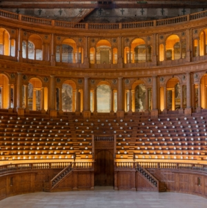Fornasetti Theatrum Mundi Parma: il viaggio stratificato tra classico e moderno, riapre la mostra
