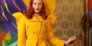 Moschino Donna autunno inverno 2021: il fascino della vecchia Hollywood, il video e i look