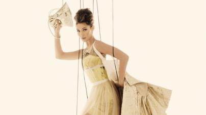 Moschino campagna donna primavera estate 2021: le marionette-indossatrici Irina Shayk e Bella Hadid