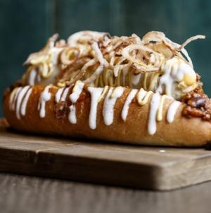 Al Mercato Street Milano: il nuovo panino Omaggio al Bar do Manè, l'Hot dog e il Portland Wrap