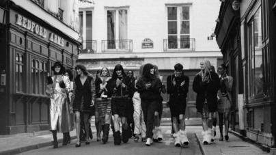 Chanel autunno inverno 2021: il cool chic parigino, tutti i look e il fashion movie