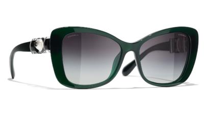 Chanel occhiali da sole primavera estate 2021: i nuovi modelli gioiello dall'estetica bizantina