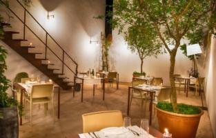 Interni giardino presso Primo Restaurant in Lecce