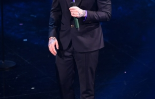 SANREMO, ITALY - MARCH 02: Fedez performs at the 71th Sanremo Music Festival 2021 at Teatro Ariston on March 02, 2021 in Sanremo, Italy. (Photo by Jacopo Raule / Daniele Venturelli/Getty Images)