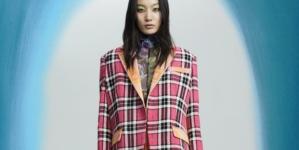 Shuting Qiu autunno inverno 2021: fantasie e stampe floreali in una palette cromatica audace