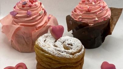 Festa della Mamma 2021 Giacomo Milano: la Torta di Rose sfogliata e golosi cupcakes