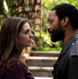 Locked Down film in streaming digitale: la commedia romantica con Anne Hathaway e Chiwetel Ejiofor