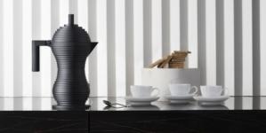 Alessi caffettiera Pulcina 2021: l'iconica moka in versione black