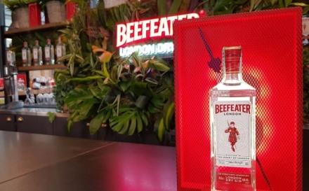 Beefeater Gin nuova bottiglia 2021: il design che celebra Londra, i nuovi cocktail per l'estate